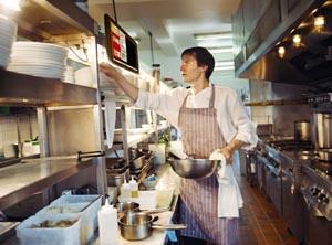 Software Restoran Quinos POS dengan Layar Pada Dapur